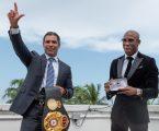 """El Cubano Campeón Mundial de la AMB Yordenis Ugás Fue Honrado con la """"Llave de la Ciudad"""" de Miami"""